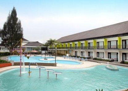 Mikie Holiday Resort Kolam Renang