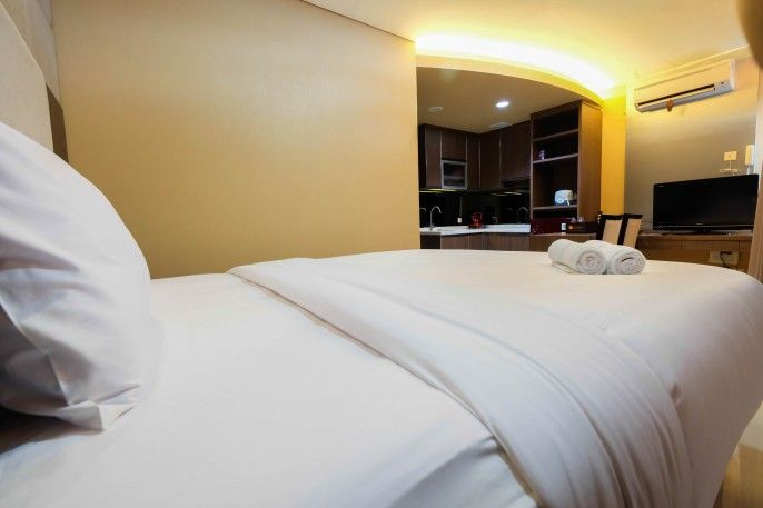 Minimalist Style Studio Brooklyn Apartment near IKEA Alam Sutera By Travelio, Tangerang