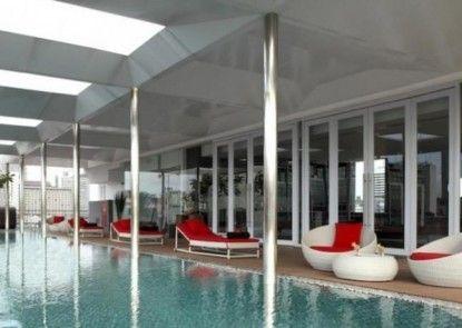 Morrissey Hotel Residences Jakarta Kolam Renang