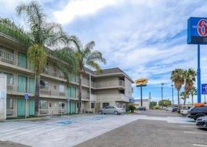 Motel 6 Anaheim - Fullerton East Teras