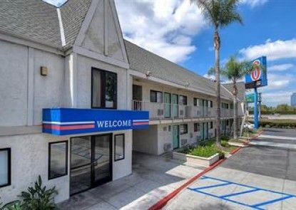 Motel 6 Anaheim Stadium - Orange Teras