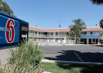 Motel 6 Bakersfield Convention Center Teras