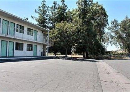 Motel 6 Bakersfield South Teras