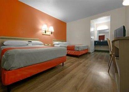 Motel 6 Brattleboro Teras
