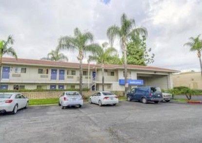 Motel 6 Chino - Los Angeles Area Teras