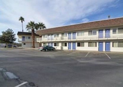 Motel 6 Indio - Palm Springs Area Teras