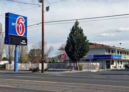 Motel 6 Klamath Falls Teras