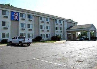 Motel 6 Lawrence KS