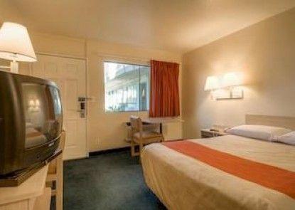 Motel 6 Los Angeles - Rosemead Teras