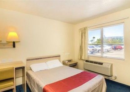 Motel 6 Los Angeles - Van Nuys/North Hills Teras