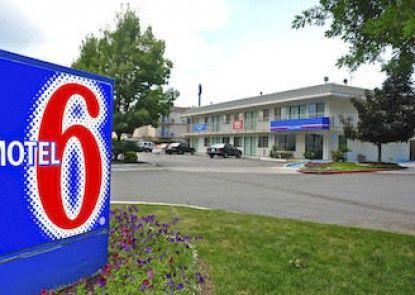 Motel 6 Medford South Teras
