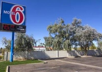 Motel 6 Mesa North Teras