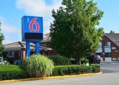 Motel 6 Newport, Ri Teras