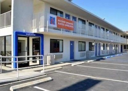Motel 6 Palm Desert - Palm Springs Area Teras