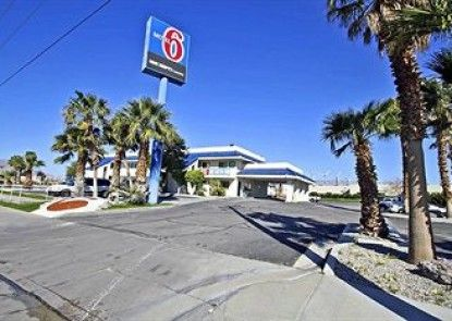 Motel 6 Palm Springs North Teras
