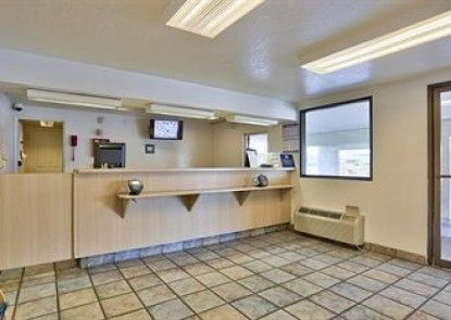 Motel 6 Phoenix - Northern Avenue Teras