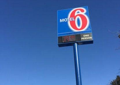 Motel 6 Rockford