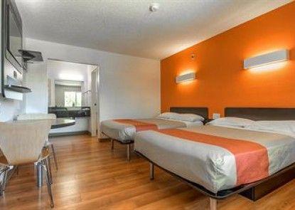 Motel 6 San Diego North Teras