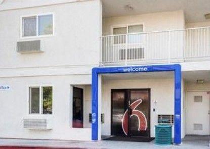 Motel 6 Bakersfield East
