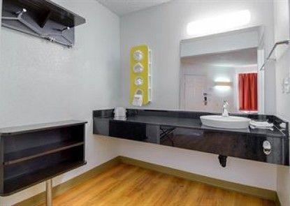 Motel 6 Carlsbad Downtown