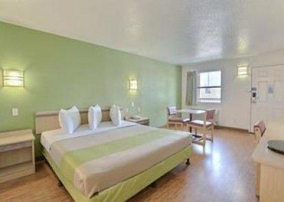 Motel 6 Dallas - Plano Northeast