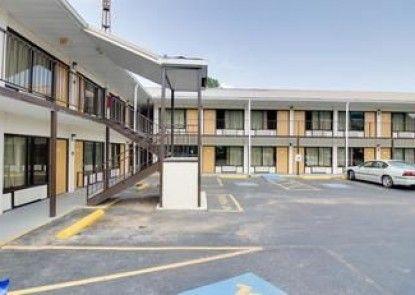 Motel 6 Dalton