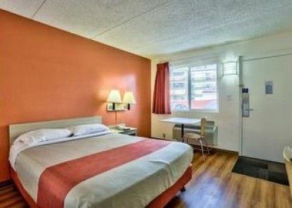 Motel 6 Flagstaff East - Lucky Lane