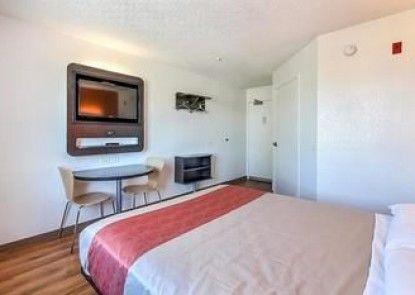 Motel 6 Gilroy