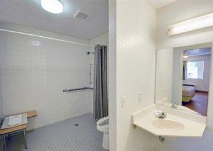 Motel 6 Houston - Baytown East