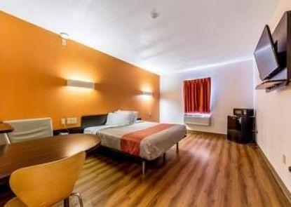 Motel 6 Jourdanton