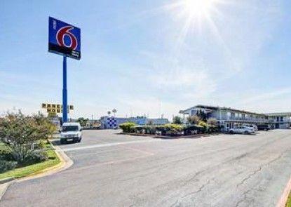 Motel 6 Laredo South