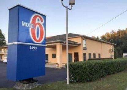 Motel 6 MacClenny, FL