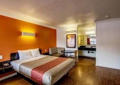 Motel 6 Manteca