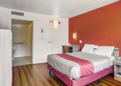 Motel 6 Medford South