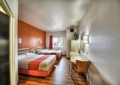 Motel 6 Mission Tx