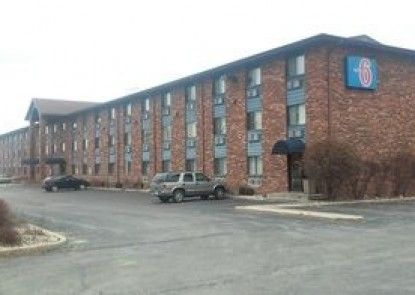 Motel 6 Naperville, IL