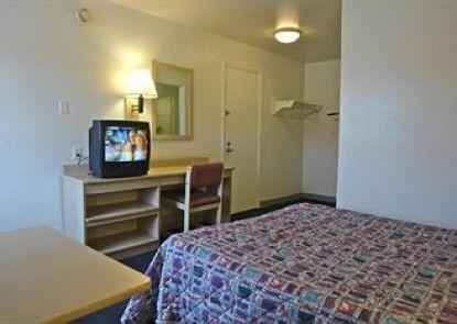 Motel 6 Peoria - East