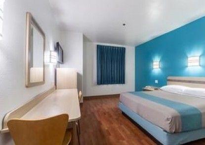 Motel 6 Pharr