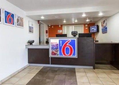 Motel 6 Phoenix Tempe - Priest Dr.
