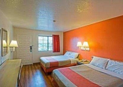 Motel 6 Redding South