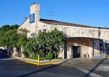 Motel 6 San Antonio NW-Medical Center