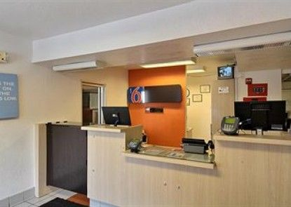 Motel 6 San Marcos