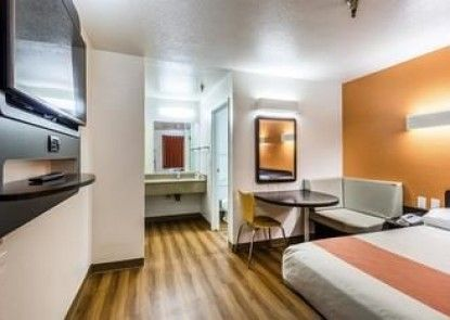 Motel 6 Seattle North - Kirkland