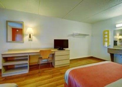 Motel 6 Springfield - Chicopee