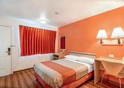 Motel 6 Tracy