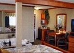 Pesan Kamar Suite, 1 Tempat Tidur King di Mount Robson Inn