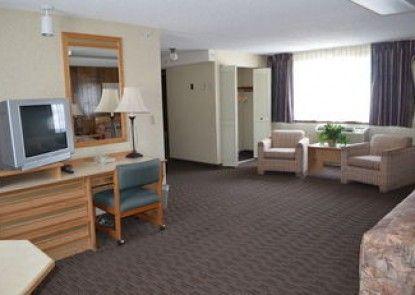 Nampa Inn & Suites