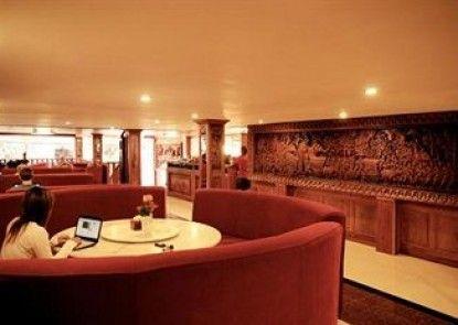 Nana Hotel & Coffe Restautant