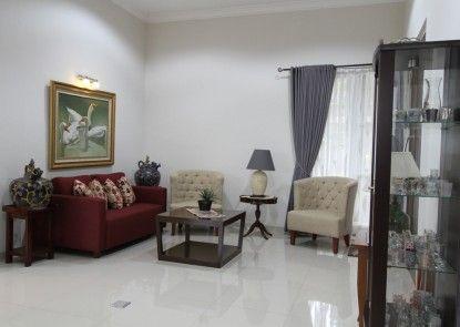 Natura Rumah Singgah Purwokerto (Boutique Guest House) Ruang Tamu