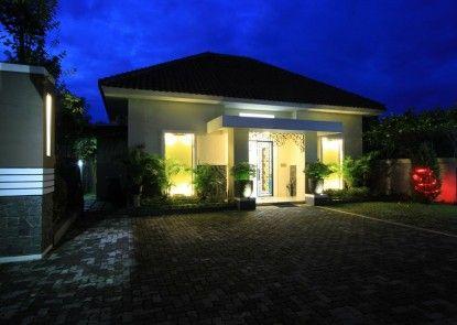 Natura Rumah Singgah Purwokerto (Boutique Guest House) Teras